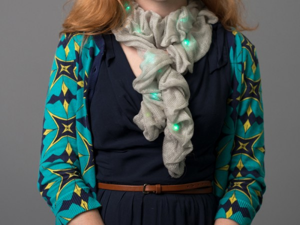 Color changing scarf by smart textile